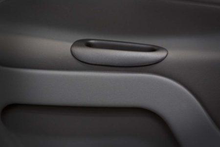 Tecnam P2010: Detalles en el tirador de la puerta