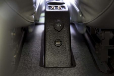 Tecnam P2010: cargadores USB y 12 V